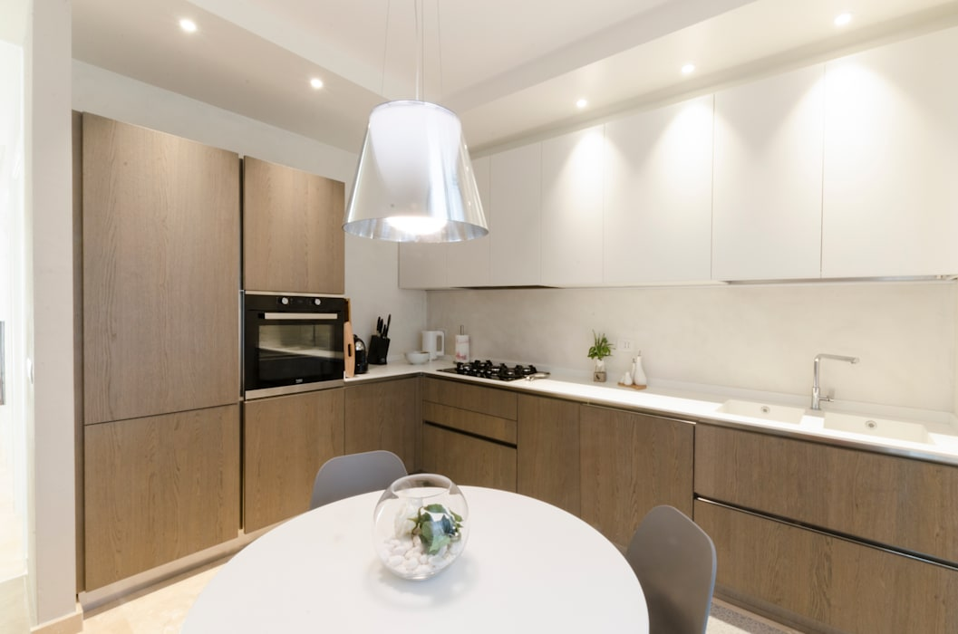 casa BD: Cucina attrezzata in stile  di msplus architettura