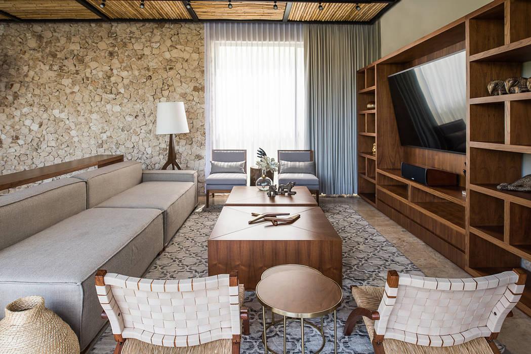 Salas / recibidores de estilo  por Chehade Carter Diseño Interior , Tropical