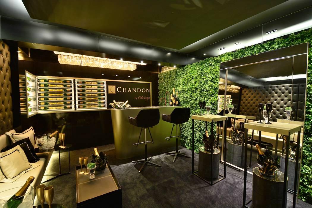 Bodegas de vino de estilo  por Motta Viegas arquitetura + design