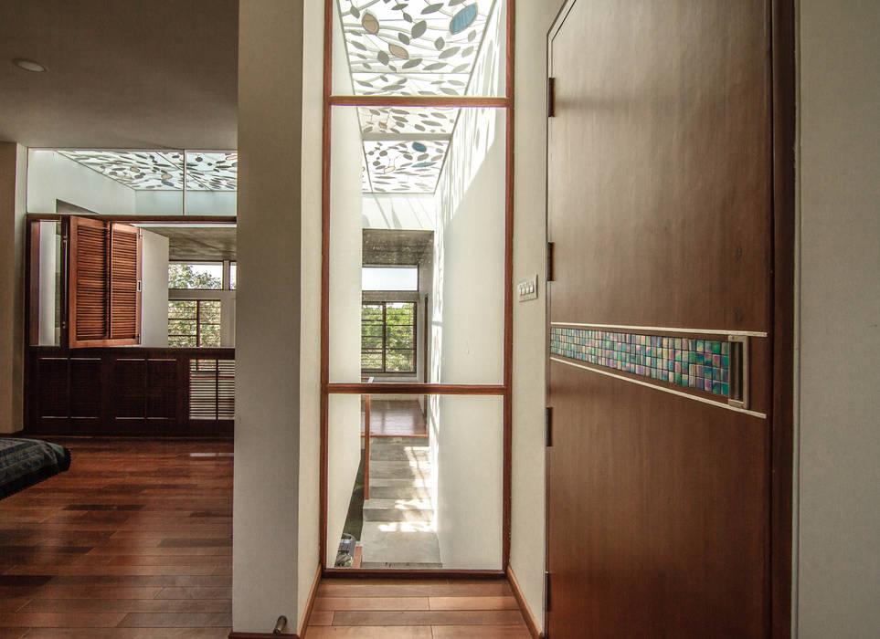 The Floating Cube House Minimalist windows & doors by COLLAGE-architecture studio Minimalist