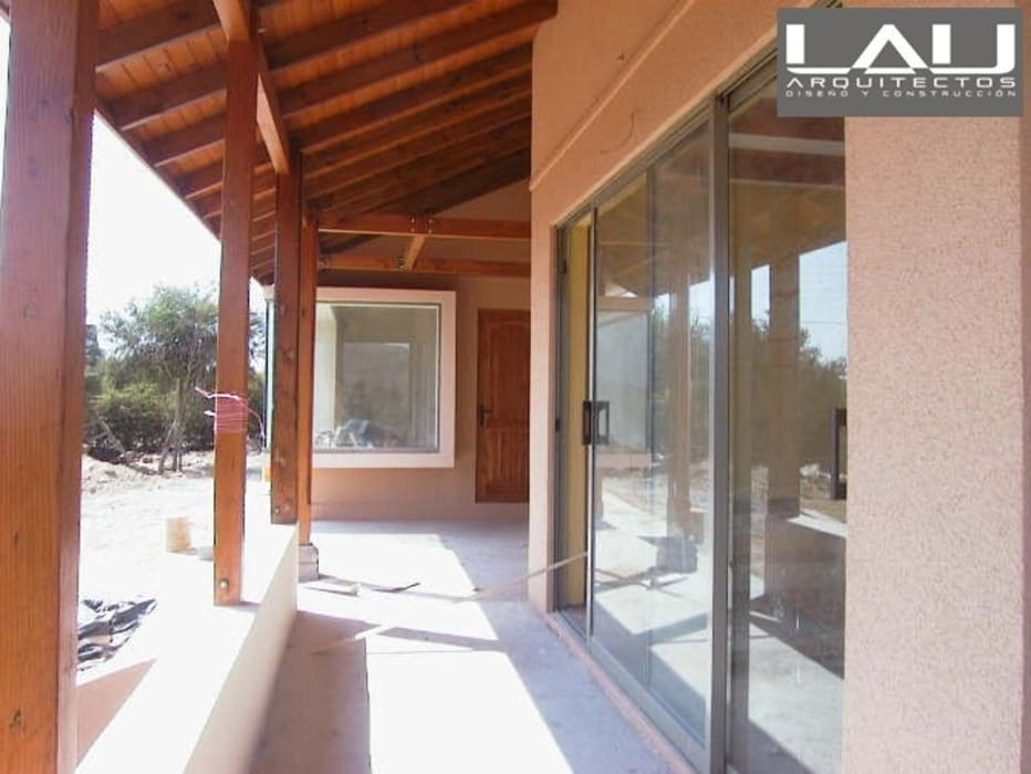 Colonial style windows & doors by Lau Arquitectos Colonial