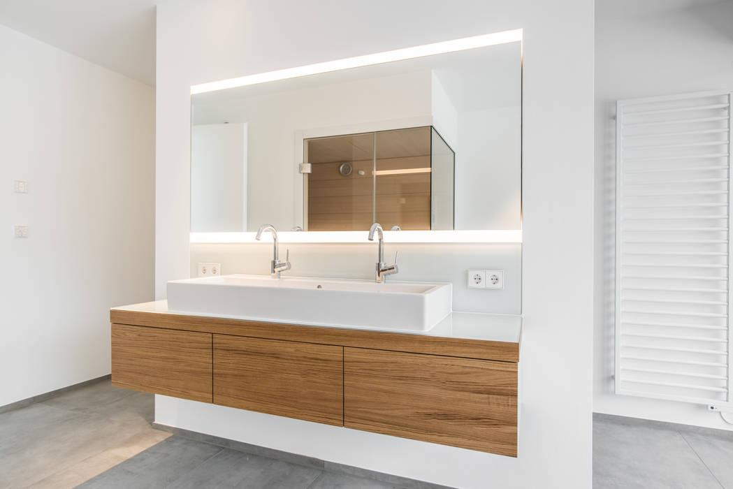 Doppelwaschtisch: badezimmer von mannsperger möbel + raumdesign | homify