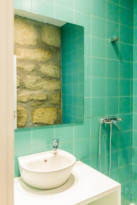 IAM Interiores Scandinavian style bathroom