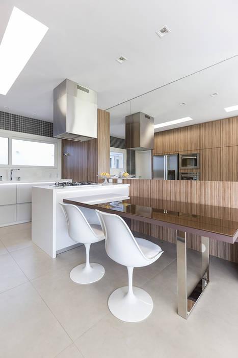 Rabisco Arquitetura Modern kitchen Glass Transparent