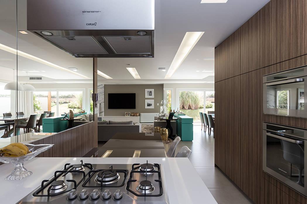 Rabisco Arquitetura Modern kitchen MDF Wood effect