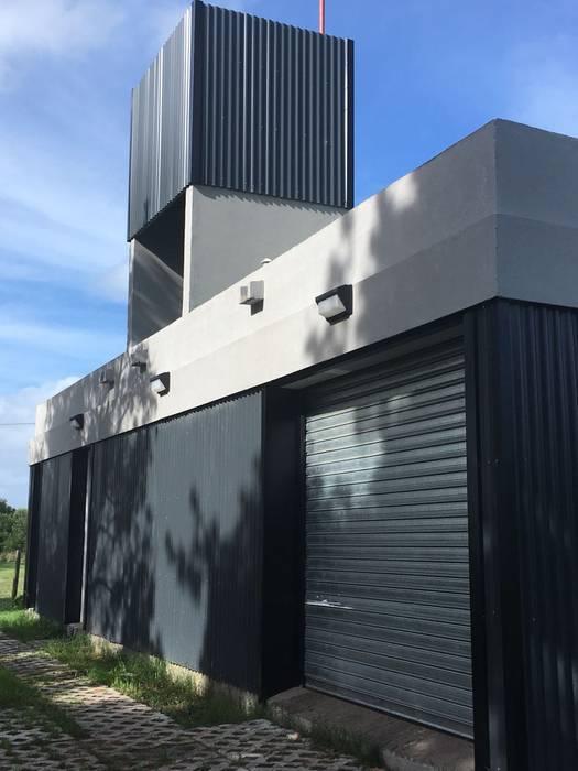 Casa Caleta 1 de JeremíasMartínezArquitecto Industrial Metal