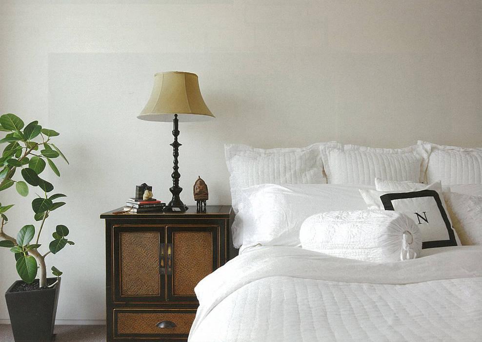 HIROO FLAT 裏手の広大な森を借景とした住まい モダンスタイルの寝室 の JWA,Jun Watanabe & Associates モダン