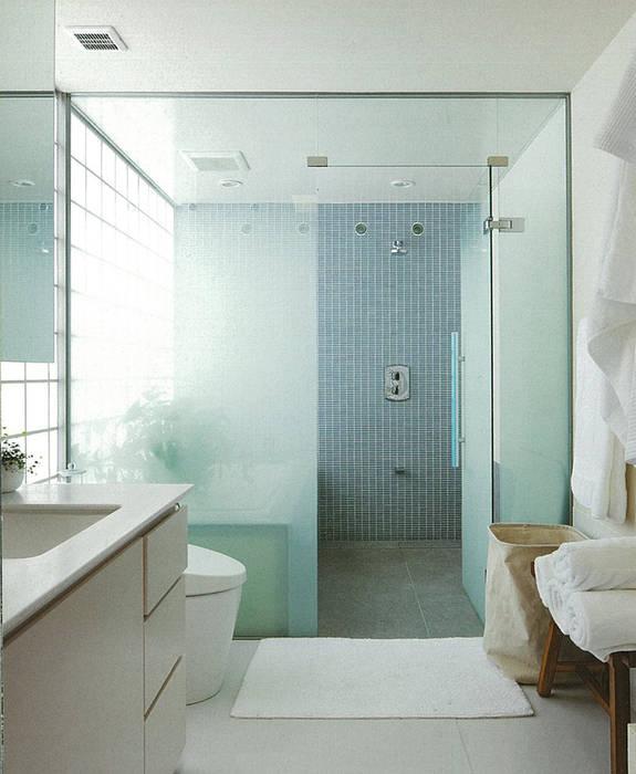 HIROO FLAT 裏手の広大な森を借景とした住まい モダンスタイルの お風呂 の JWA,Jun Watanabe & Associates モダン