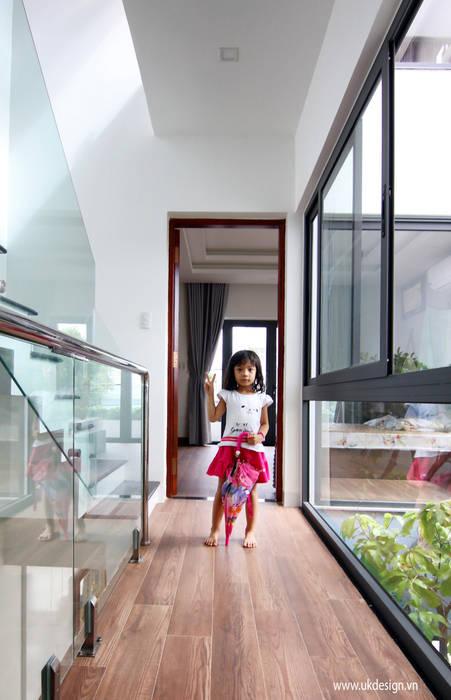 HÌNH THỰC TẾ NHÀ Ở GIA ĐÌNH:  Nhà gia đình by UK DESIGN STUDIO - KIẾN TRÚC UK