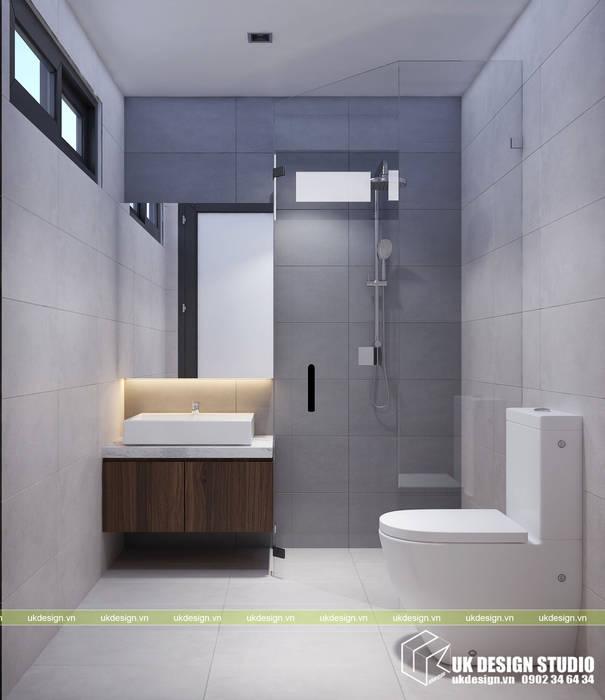 NHÀ Ở GIA ĐÌNH:  Phòng tắm by UK DESIGN STUDIO - KIẾN TRÚC UK, Hiện đại