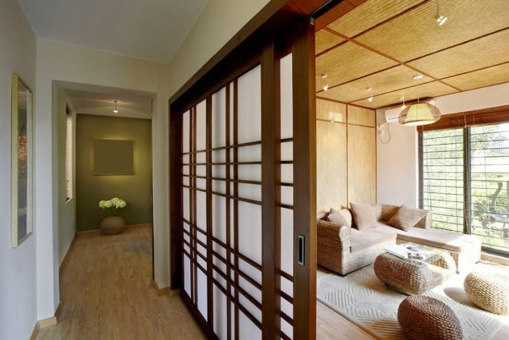 Cửa kéo gỗ theo phong cách Nhật Phòng khách phong cách châu Á bởi Công ty Thiết Kế Xây Dựng Song Phát Châu Á