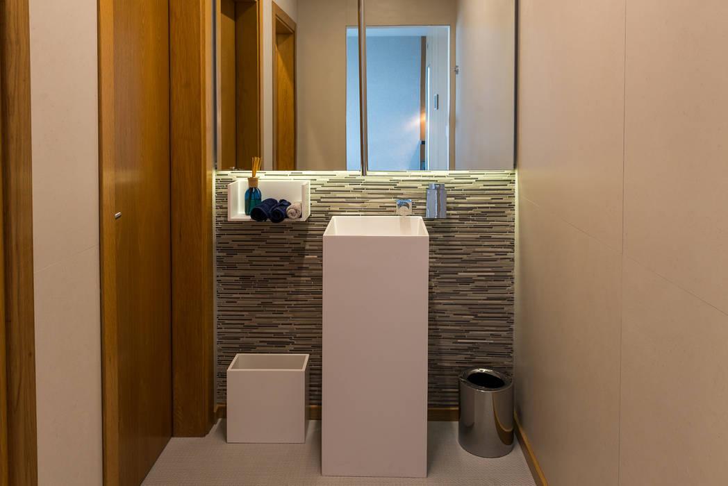 Salle de bain de style  par dome4u - domotica -  integração - engenharia