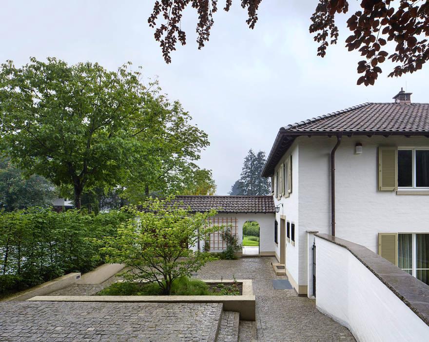 Eingangshof c tom bisig basel villa von forsberg architekten