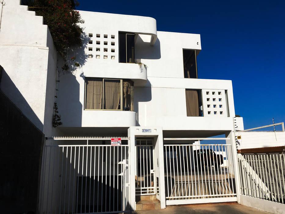 Hermosa Residencia en jardines del sur - Antofagasta Paredes y pisos modernos de homify Moderno Concreto reforzado