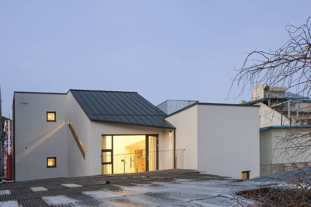 청평 정적의 집: 'Snow AIDe의  지붕,