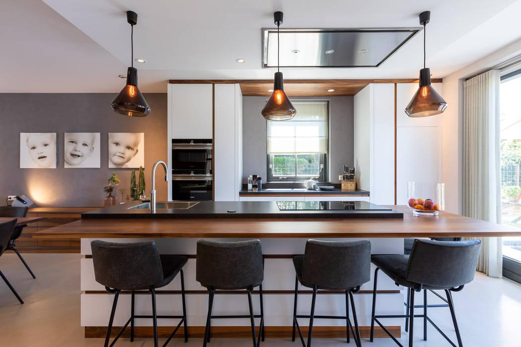 Landhuis in Zuidoostbeemster Aangenaam Interieuradvies Moderne keukens Massief hout Wit