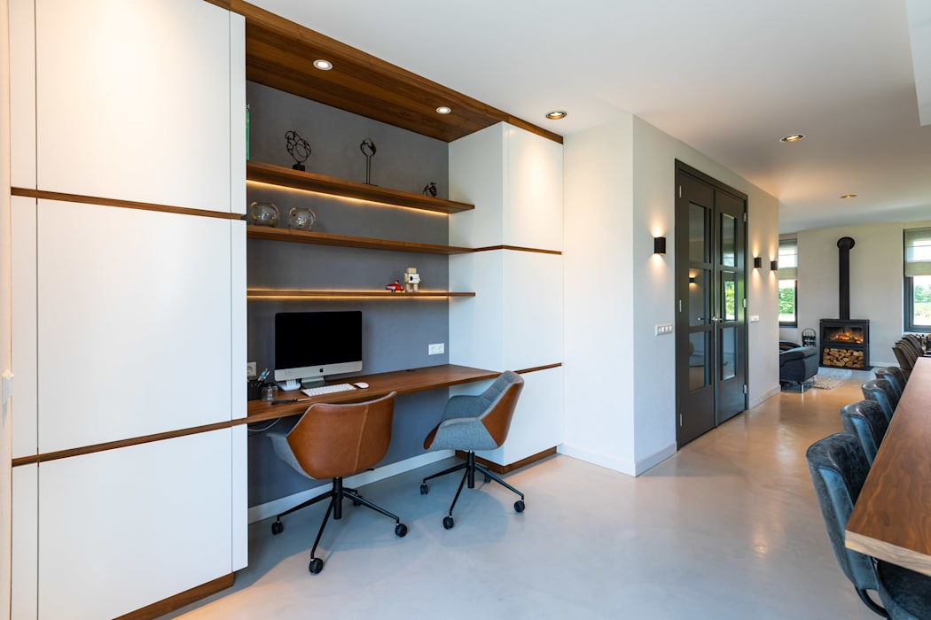 Landhuis in Zuidoostbeemster Moderne studeerkamer van Aangenaam Interieuradvies Modern Hout Hout