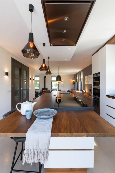 Landhuis in Zuidoostbeemster Moderne keukens van Aangenaam Interieuradvies Modern Graniet