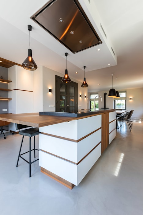 Cuisine moderne par Aangenaam Interieuradvies Moderne Bois Effet bois