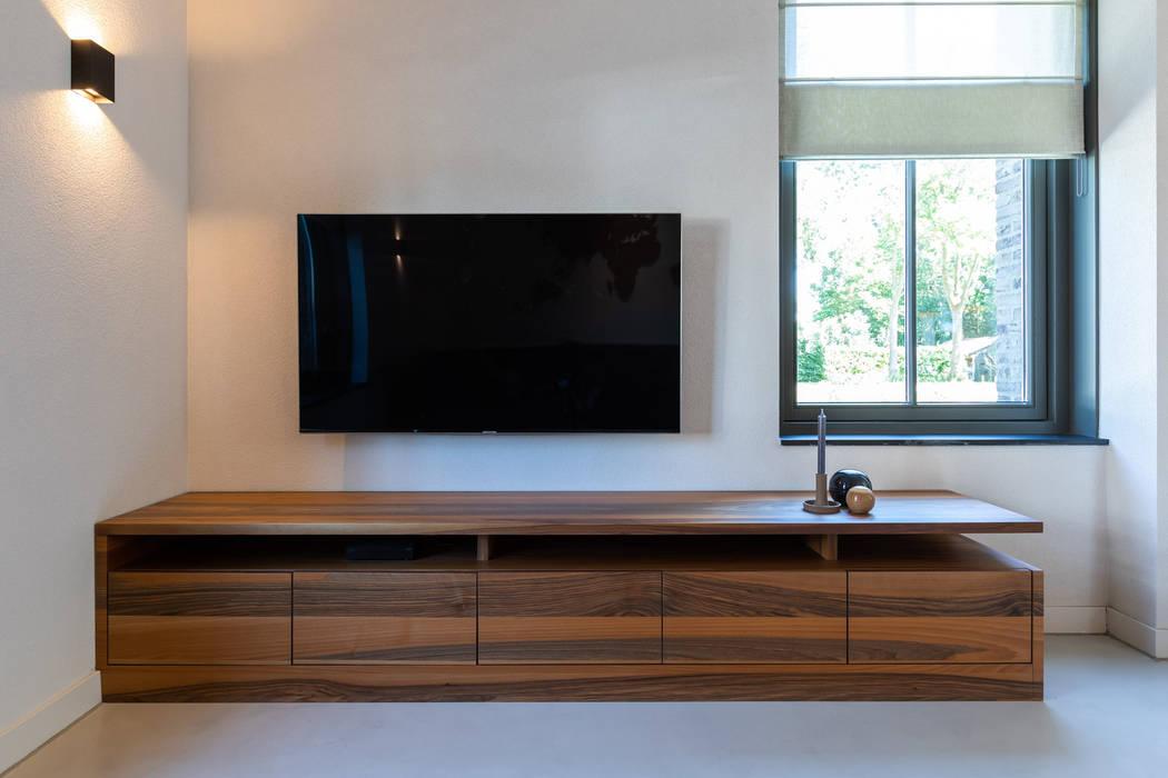 Salon moderne par Aangenaam Interieuradvies Moderne Bois Effet bois