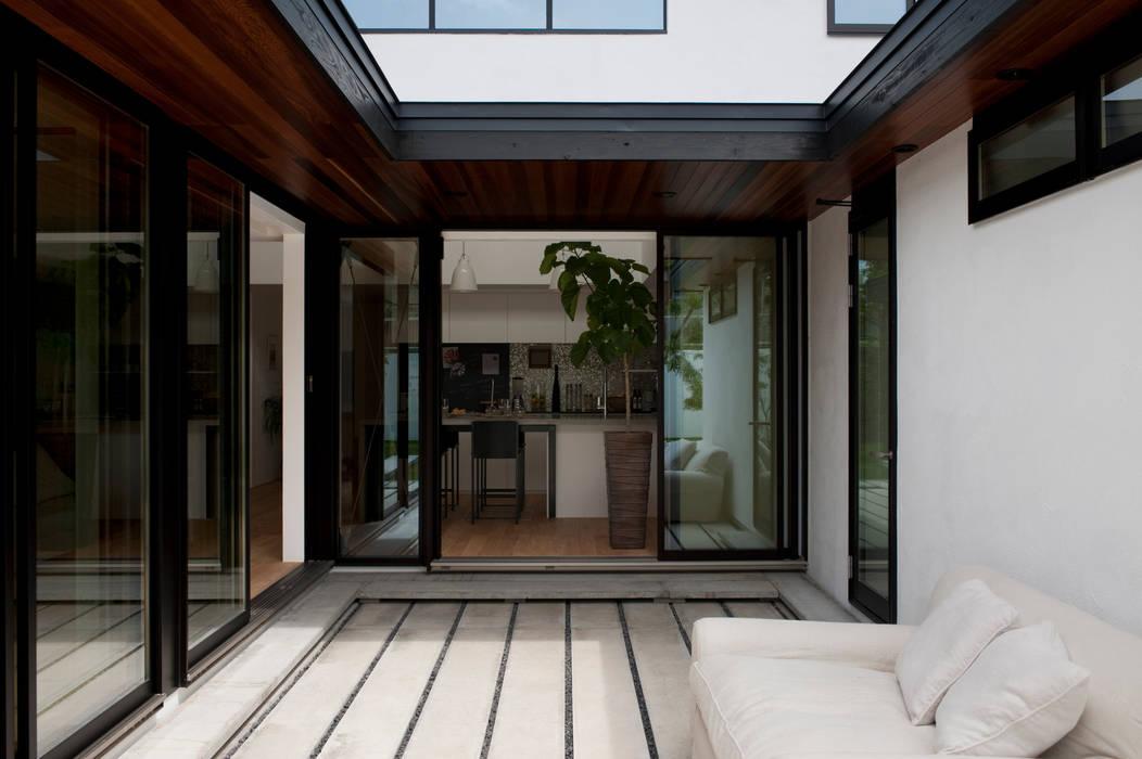 Balkon, Beranda & Teras Modern Oleh yuukistyle 友紀建築工房 Modern