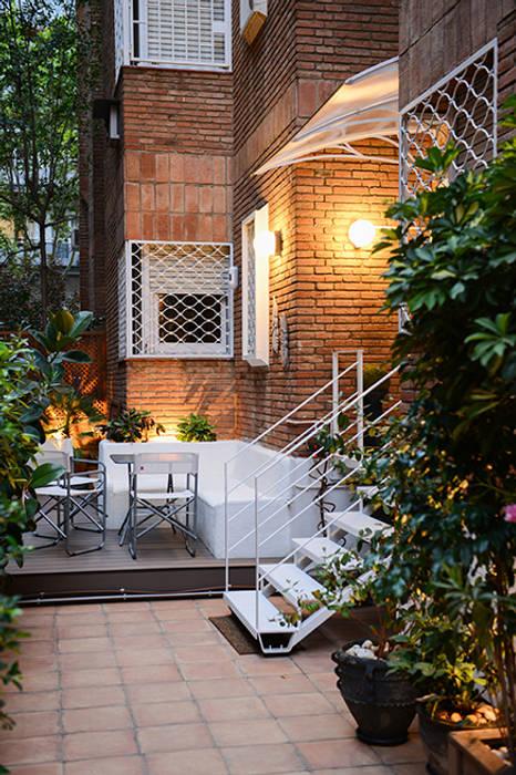 Escalera de metal: Jardín de estilo  de ETNA STUDIO