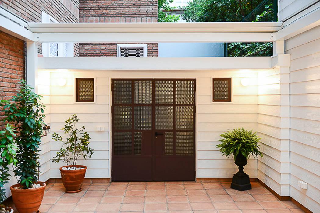 Trastero en terraza: Jardín de estilo  de ETNA STUDIO