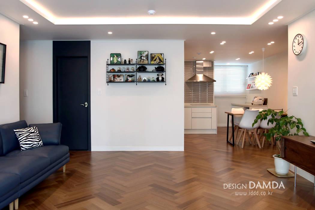 거실과 주방: 디자인담다의  다이닝 룸
