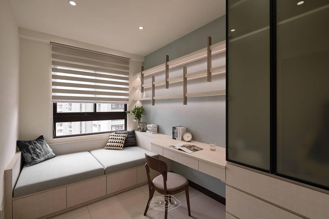 Estudios y despachos de estilo  de 層層室內裝修設計有限公司, Moderno
