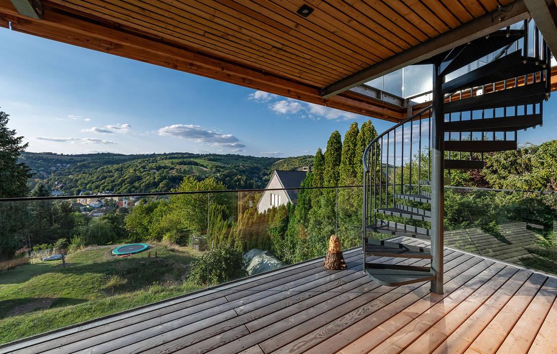 Modern balcony, veranda & terrace by AL ARCHITEKT - in Wien Modern Wood Wood effect