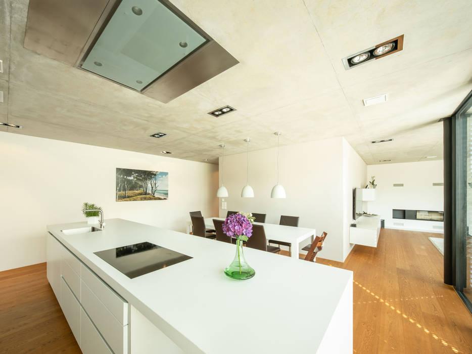 Küche mit essbereich minimalistische küchen von schiller ...