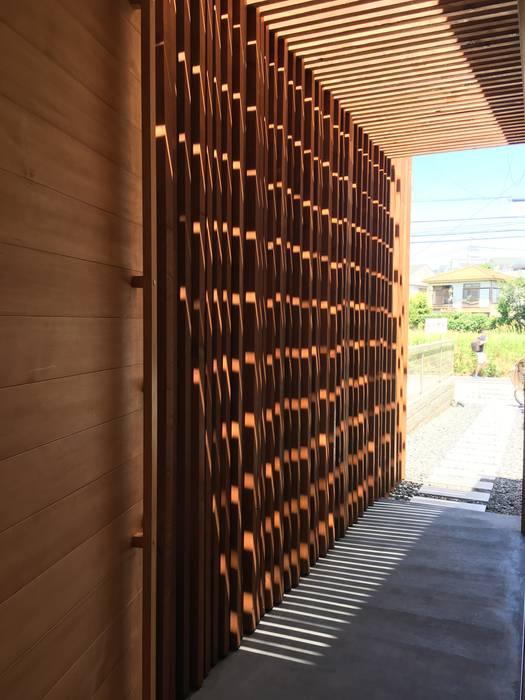 一級建築士事務所A-SA工房 Modern Corridor, Hallway and Staircase Wood Wood effect