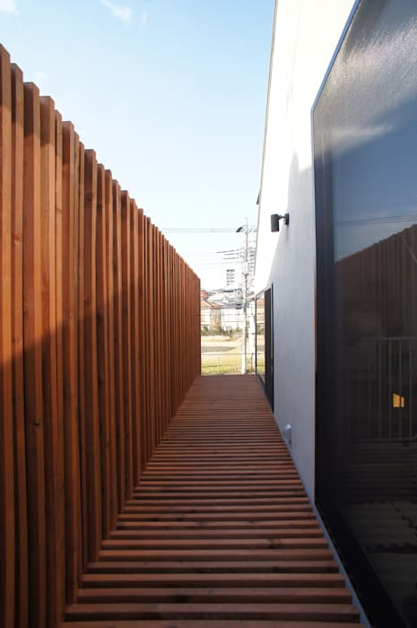 一級建築士事務所A-SA工房 Modern Terrace Wood Wood effect