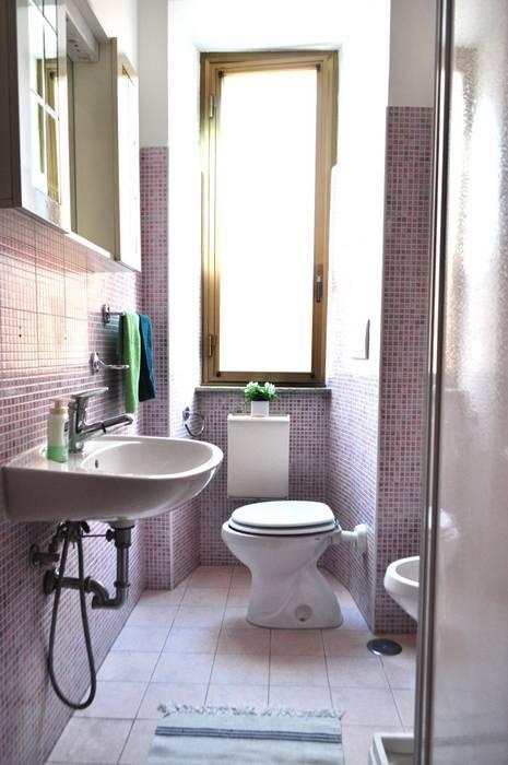Bagno dopo la ristrutturazione: Bagno in stile in stile Scandinavo di COSTRUZIONI ROMA SRL