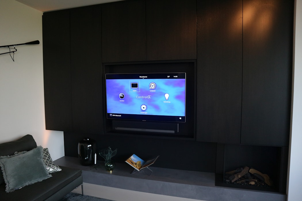 Modern living room by Controlux Domotica Bang & Olufsen Modern