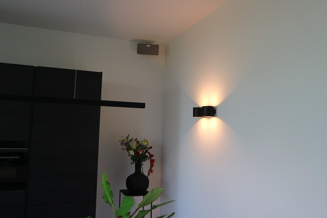 Modern kitchen by Controlux Domotica Bang & Olufsen Modern