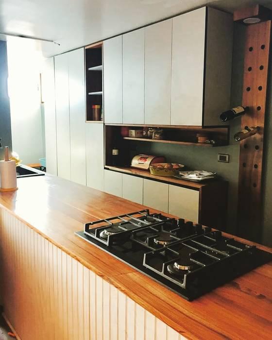 Cocina RD: Cocinas de estilo  por MMAD studio - arquitectura interiorismo & mobiliario -, Moderno