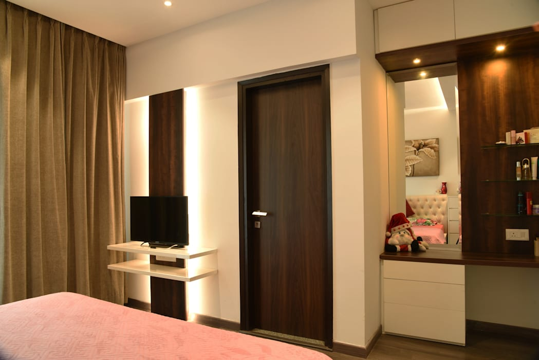 Apartment at Tata Primanti, Gurugram:  Bedroom by The Workroom