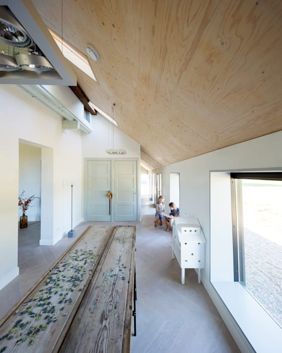 by RHAW architecture Country