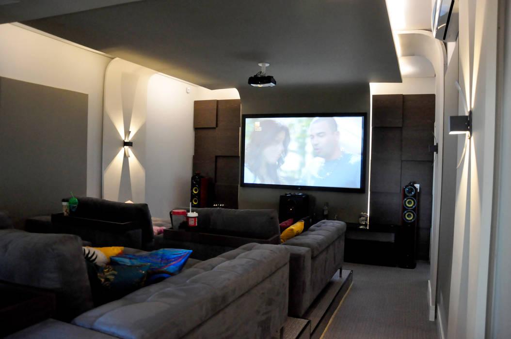 Fachadas Modernas: Salas multimídia  por Andréa Generoso - Arquitetura e Construção
