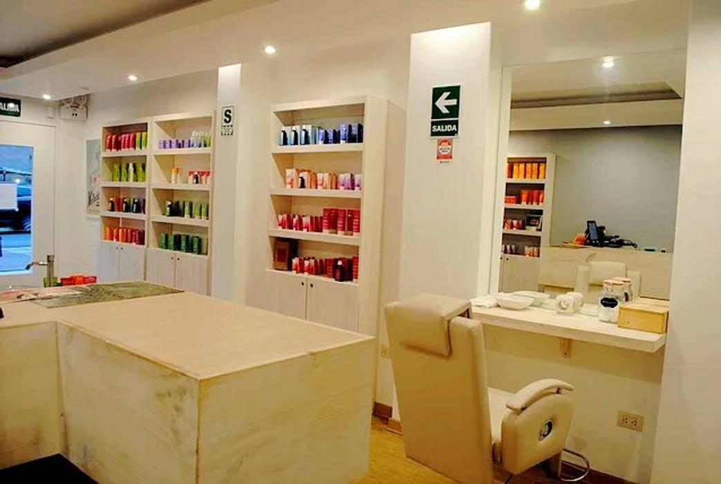 Tienda Weleda: Oficinas y Tiendas de estilo  por Rodrigo León Palma,