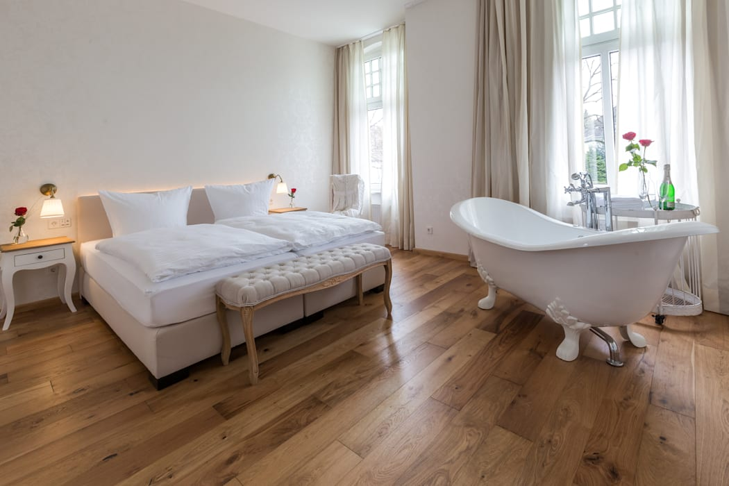"""Ein badezimmer """"en suite"""" mit unserer vintage-badewanne ..."""