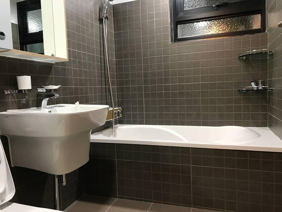 Bathroom by 디자인K하우징