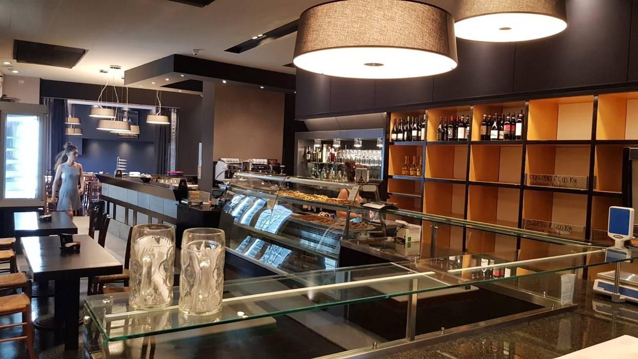 La Fabbrica del Pane: Bar & Club in stile  di COVERMAX RESINE