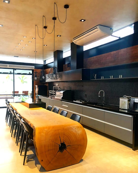 ArboREAL - Mesa Curva em Madeira Maciça: Sala de jantar  por ArboREAL Móveis