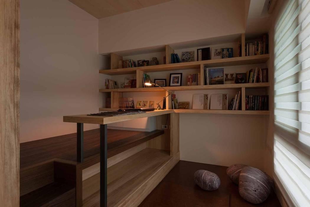 Estudios y despachos de estilo  de 敘述室內裝修設計有限公司, Moderno