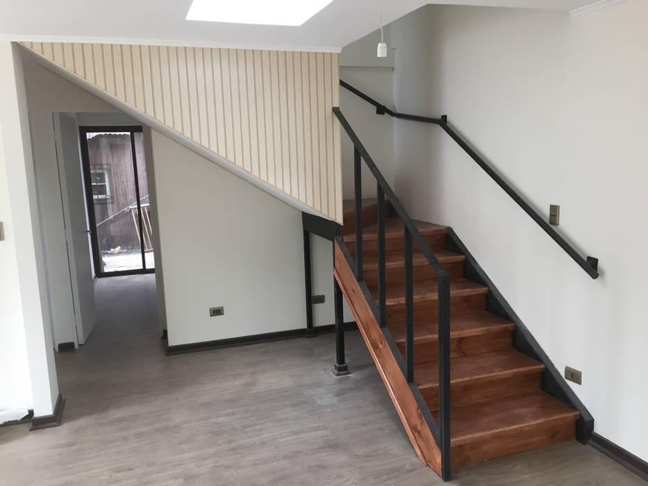 Escalera para ir al segundo piso de Arqsol Moderno