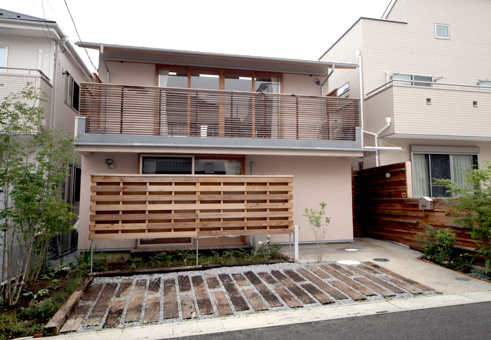 Wooden houses by 株式会社高野設計工房, Scandinavian