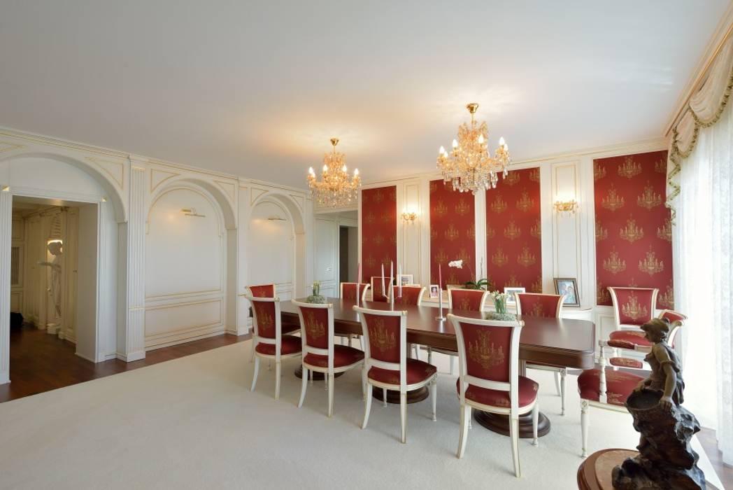 Sala da pranzo: Sala da pranzo in stile in stile Classico di Turati Boiseries