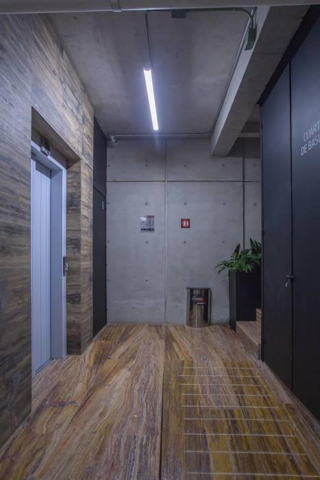 Garage / Hangar modernes par PHia Moderne